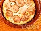 Рецепта Запеканка от кренвирши, сирене, яйца и домати в гювече